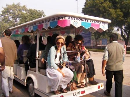 電気自動車のバス タージマハル