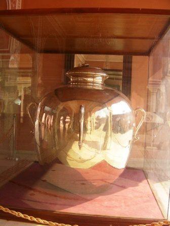 インド 世界一大きい銀製品である 水壺