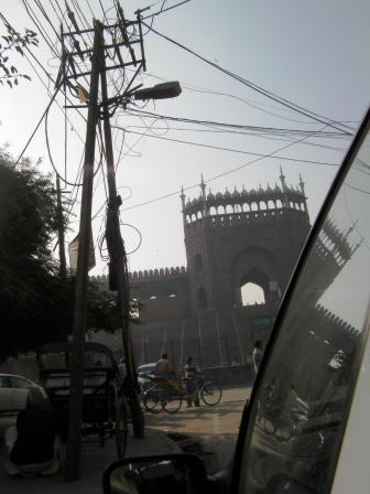 インド 混線しまくっている電柱