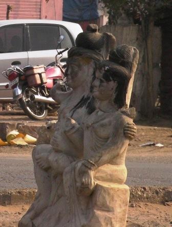インド 道端の像